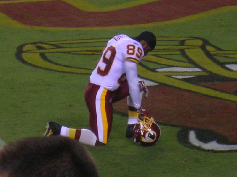 Santana Moss before kickoff