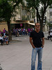 Gustavo junto al hotel de concentración del Palencia