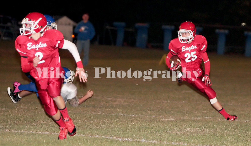 25 Cody Anderson runs wide with 2 Jacob Anderson blocking for a huge gain