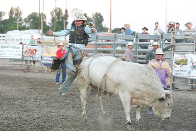 Blake Rowan from Oklahoma gets bucked