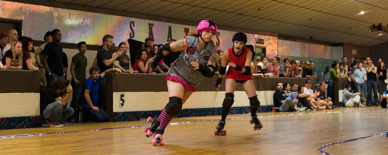 Junkyard Dolls's jammer Coach Ballbricker vs. Mobtown Mods' jammer Dissin' Kari.