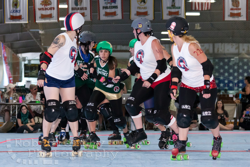 Ithaca League of Women Rollers versus the Wall Street Traitors at the 2011 Empire Skate Showdown.