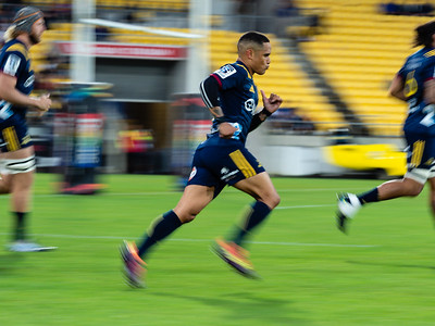 Aaron Smith running on for the Highlanders