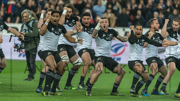 PARIS, FRANCE - NOVEMBER 26:  Julian Savea from New Zealand and team mates performing the Haka during the international friendly test match between France and New Zealand (All Blacks) at Stade de France on November 26, 2016 in Saint-Denis near Paris, France.