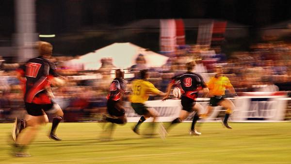 26-11-2006:  Rugby game between Canada and Australia on a cold novembre nignt in Bermuda / Joute de rugby entre le Canada et l'Australie par une froide soirée de novembre aux Bermudes.