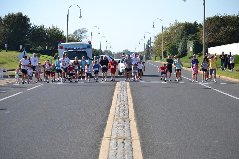Run Thru Deal Mile 2011 001