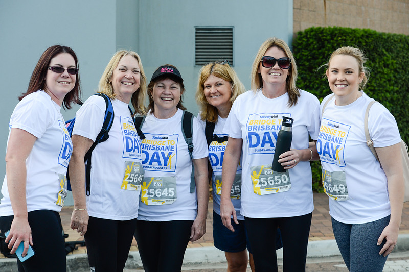 "Posing for camera at entrance to Story Bridge, Brisbane - 2017 Sunday Mail Brisbane to Brisbane Fun Run, Sunday 27 August; Queensland, Australia. Camera 1. Photos by Des Thureson - <a href=""http://disci.smugmug.com"">http://disci.smugmug.com</a>"