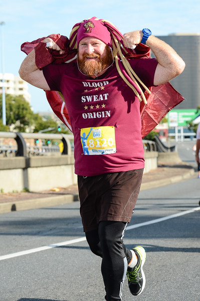 "18120 - Blood Sweat Origin Maroons - 2017 Sunday Mail Brisbane to Brisbane Fun Run, Sunday 27 August; Queensland, Australia. Camera 1. Photos by Des Thureson - <a href=""http://disci.smugmug.com"">http://disci.smugmug.com</a>"