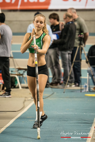 Nell Van Hansewyck (Vilvoorde AC) @ Polsstokspringen - Belgisch Kampioenschap Indoor Atletiek 2016 - BLOSO Topsporthal - Gent