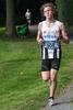 Yngwie Vanhoucke aan de leiding in het kasteelpark - 5de Kermisloop - Elverdinge - West-Vlaanderen - België