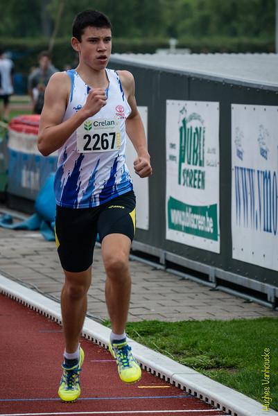 Dries Derckx finishend op de 800 M