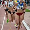 Kaat Vermeulen (ACHL) komt als eerste door op de 400 M gevolgd door Jolien De Meyer (RC Gent) & Vicky Groffen (AVKA) - 800 M Dames Beloften - Julien Saelens Stadion - Brugge - West-Vlaanderen