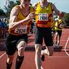 Stokwissel tussen de KKS atleten Niels Kesteloot & Lars Herreman op de 4 x 200 M - BK Aflossingen 2015 - AS Rieme Atletiekpiste - Ertvelde - Oost-Vlaanderen