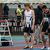 Yngwie Vanhoucke geflankeerd door Sven Bombeke aan de start van de 800 M voor beloften