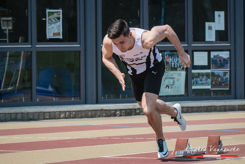 Start van Mathias Sanctorum op de 400 M @ Belgisch Kampioenschap Atletiek voor studenten - Stade La Mosane - Jambes - Namen