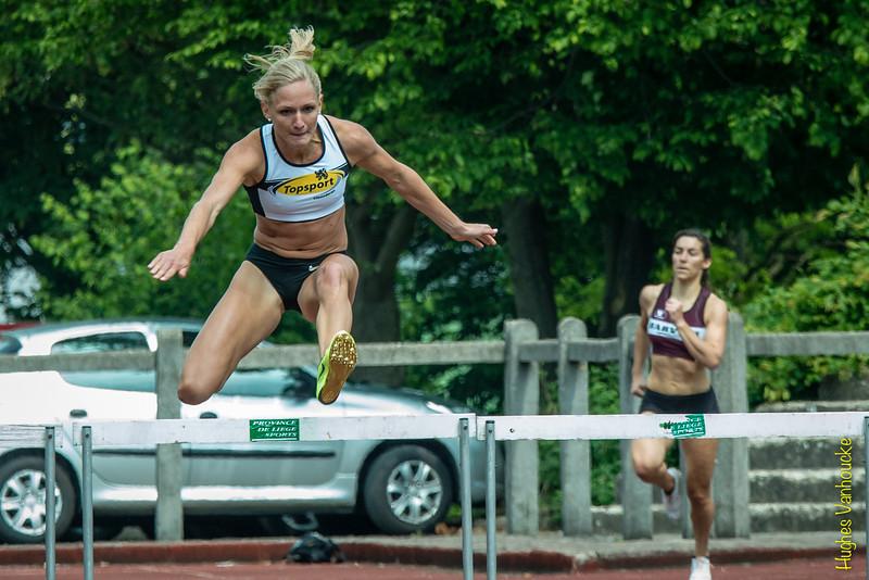 Hanne Claes (Topsport Vlaanderen) op haar eerste 400 M horden