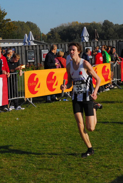 Finishende Maxime Bruynooghe @ Cross Cup Relays Gent 2011