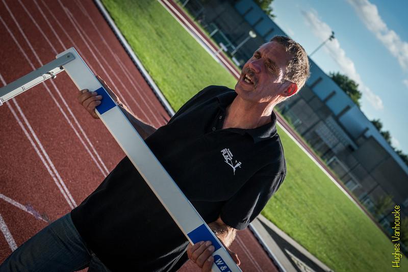 Atleet Filiep Vandekerkhove staat vandaag in voor logistiek - Einde Vakantiemeeting - FLAC Ieper - Ieper