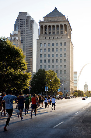 Beautiful downtown bulidings made for some dramatic race-backgrounds.