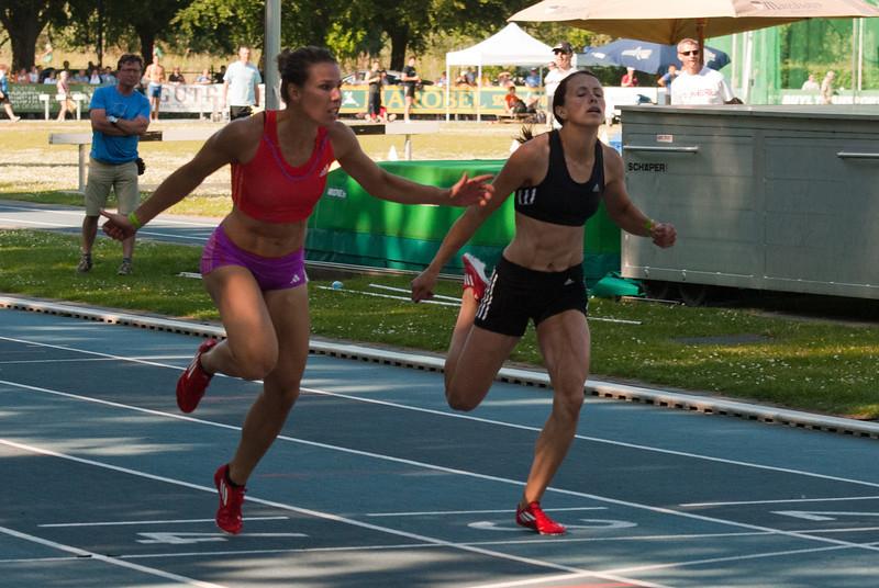 Aankomst van de 200 M vrouwen met winst voor Hanna Mariën gevoldg door Eva Kaptur uit Hongarije - Grote Prijs Stad Lokeren - Oost-Vlaanderen - België