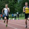 Junior Massimo Renson geflankeerd door Thibaut Sandron op de 100 M