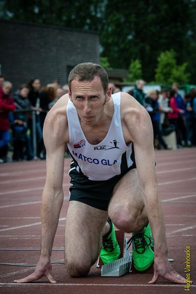 Jan Carly (Flac Hoppeland) klaar voor de start in de 400 M Horden
