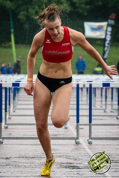 Dorien Van Dienst bekroont zich tot Vlaamse Kampioene op de 100 M horeden voor dames - Kampioenschap van Vlaanderen - Beveren-Waas - Oost-Vlaanderen