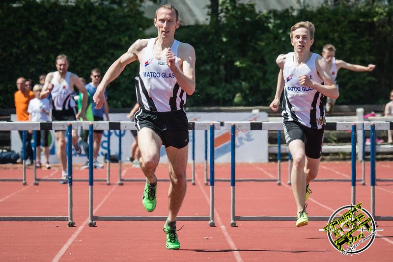 Jan Carly & Robbe Vanhoof finishen op de 400 M horden - Memorial Leon Denys - Atletiekpiste Izegem - West-Vlaanderen