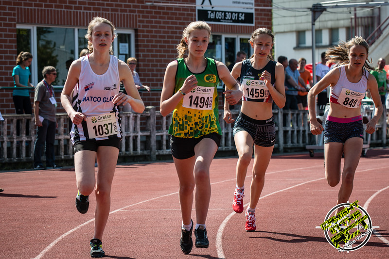Start 800 M Dames met vlnr Silke Creytens (FLAC), Tine Vandenbussche (MACW), Sien Mahieu (AZW) & Lisa Van Renterghem (AC Deinze) - Memorial Leon Denys - Atletiekpiste Izegem - West-Vlaanderen
