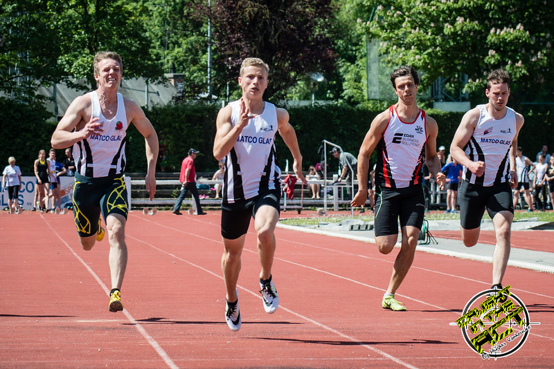 100 M met vlnr Ken Neyt (FLAC Ieper), Massismo Renson (FLAC Oostkamp), Michael Helsens (STAX) & Rinus Staessen (FLAC Izegem) - Memorial Leon Denys - Atletiekpiste Izegem - West-Vlaanderen