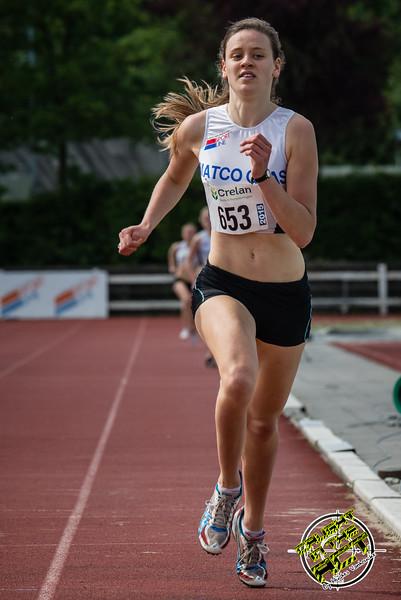 Ella Vanpoucke wint de 800 M voor scholieren & juniores dames - Memorial Leon Denys - Atletiekpiste Izegem - West-Vlaanderen