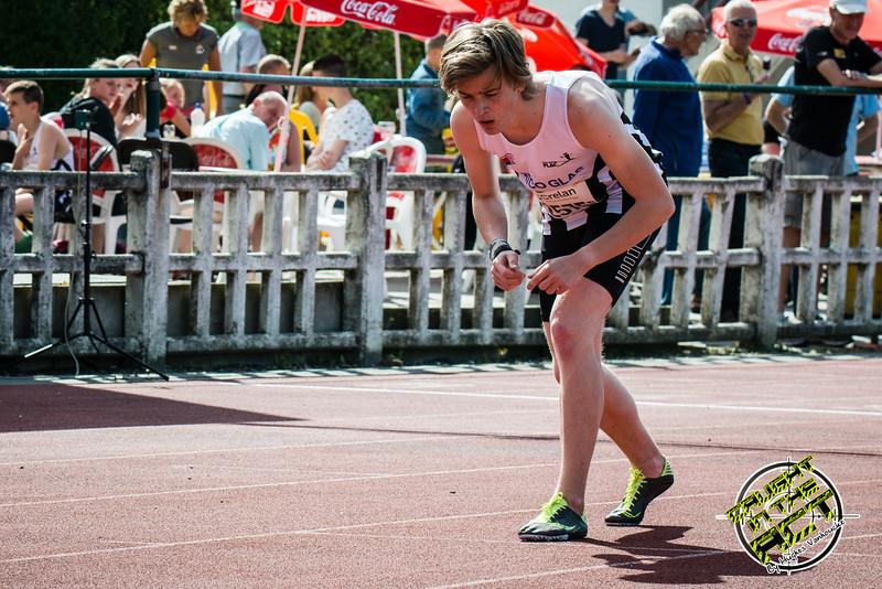 Start van de 800 M voor JSM met Yngwie Vanhoucke - Memorial Leon Denys - Atletiekpiste Izegem - West-Vlaanderen
