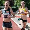 Sien Mahieu wint de strijd voor de tweede plaats voor Line De Waegenaere van KKS op de 800 M cadetten meisjes - Memorial Leon Denys - Atletiekpiste Izegem - West-Vlaanderen
