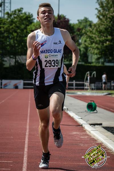 Falco Defour (FLAC) werd tweede op de 800 M voor scholieren - Memorial Leon Denys - Atletiekpiste Izegem - West-Vlaanderen