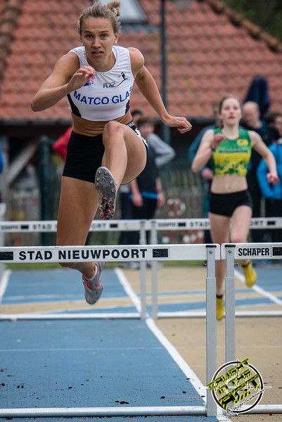 Flavie Vanbesien van FLAC Hoppeland - 400 M Horden JSM Dames - Provinciaal Kampioenschap 2015 - Sportpark De Lenspoder - Nieuwpoort