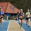 Jessie Raes van Houtland in strijd met Manon De Marez van AVR voor de eerste plaats all-round op de 400 M Dames JSM - Provinciaal Kampioenschap -  Sportpark De Lenspolder - Nieuwpoort