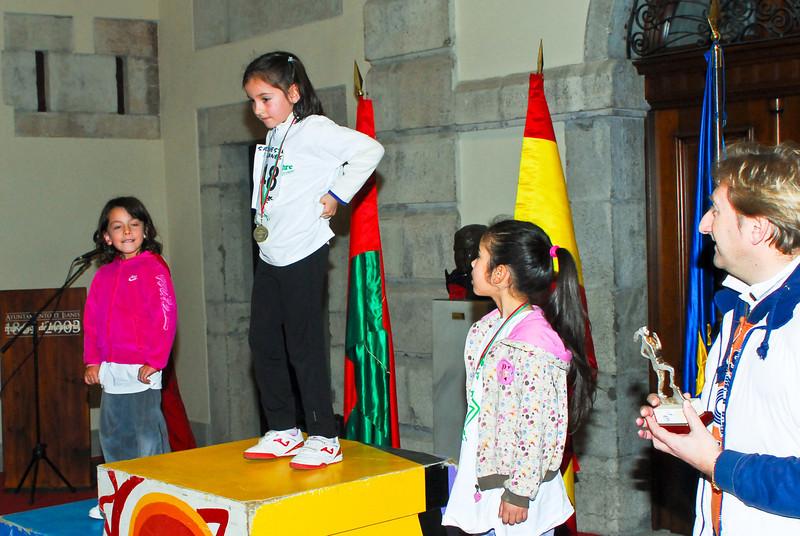 The very youngest athletes<br /> <br /> Las más jóvenes en el podio<br /> <br /> Les plus jeunes sur le podium<br /> <br /> De allerjongste op het podium