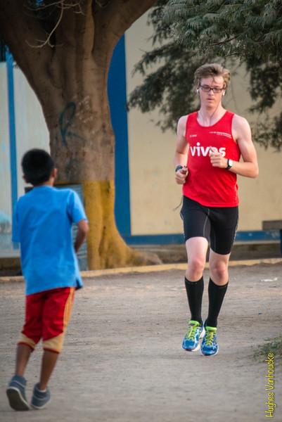Eerste meters training op Peruviaanse grond - IPD Atletiekpiste - Ica - Peru