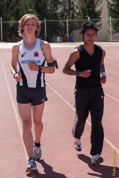Calentamiento con un atleta del Centro Escolar de Alto Rendimiento - Parque Zonal - Wanchaq - Cusco - Perú