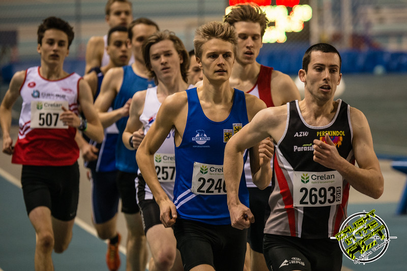Eerste doortocht van de 800 M - Kampioenschap van Vlaanderen - BLOSO Topsporthal - Blaarmeersen - Gent