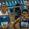 Amélie Saussez en Lina Barhdadi atletes aan de start van de 800 M - Vlierzele Sportief Indoor Meeting - BLOSO Topsporthal - Gent