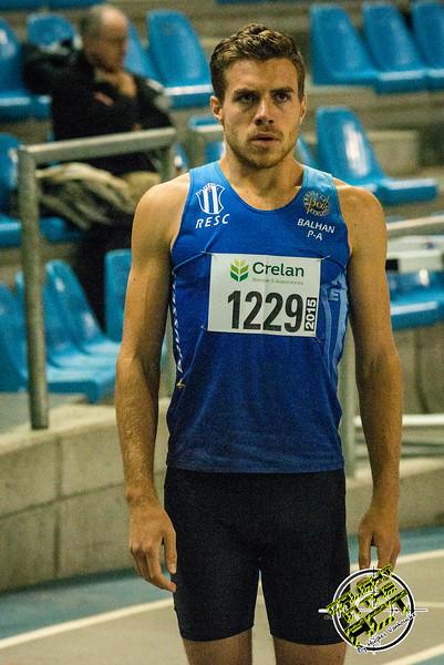 Pierre-Antoine Balhan bij de start van de 800 M - Vlierzele Sportief Indoor Meeting - BLOSO Topsporthal - Gent