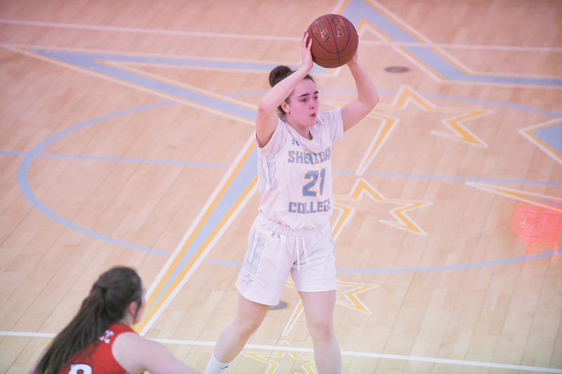Ashleigh Snoozy | The Sheridan Press<br>Sheridan's Emma Cheetham (21) works the ball around the arc against Western Wyoming Community College at Sheridan College Saturday, Feb. 1, 2020.