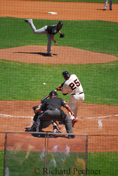 Bonds fouling one off.