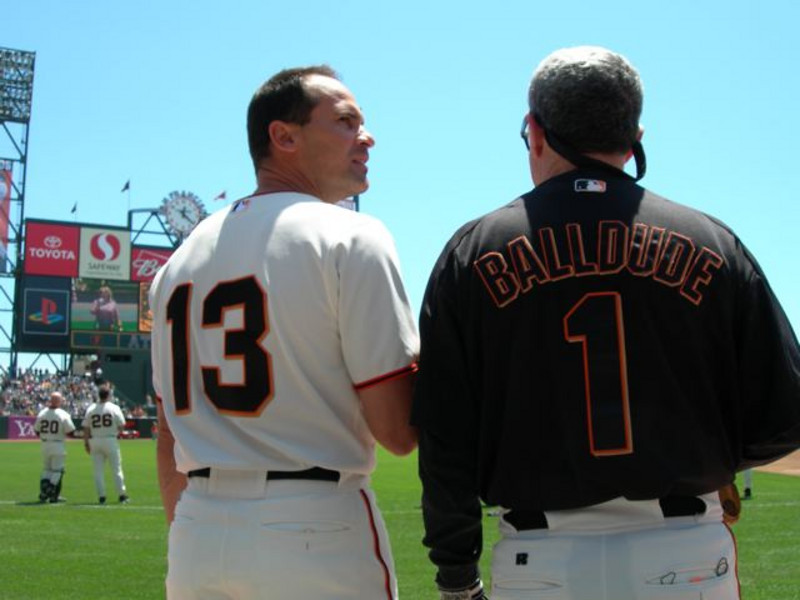 Omar Vizquel & Richie Pechner pledge their allegiance<br /> 6/7/2006