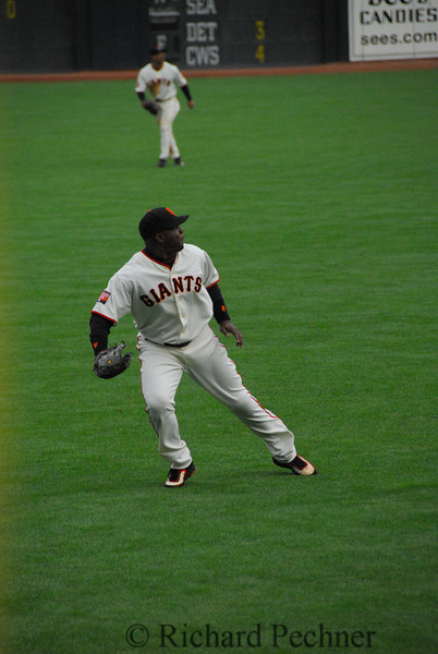 Bonds goes back on deep fly to left.