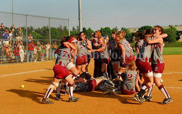 Clarek celebration of win over Seaford for Championship. Photo by Kathy Leistner