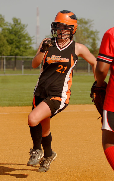 #21Kelly Humes, 1B, heads to 3B. Photo by Kathy Leistner