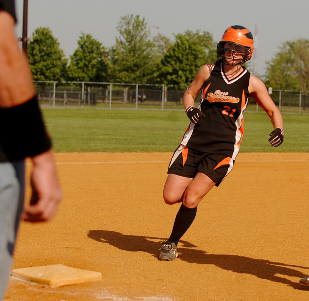 #21 Kelly Humes, !B, heads to 3B. Photo by Kathy Leistner