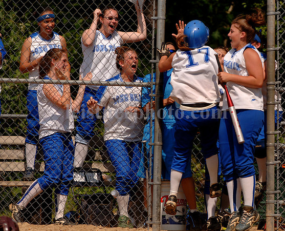 Melissa Donnelly scores a run. Photo by Kathy Leistner